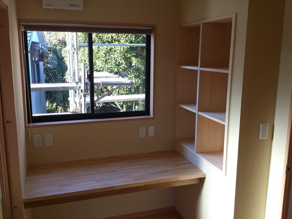 After 書斎スペース、パソコンラックと本棚を造り付け